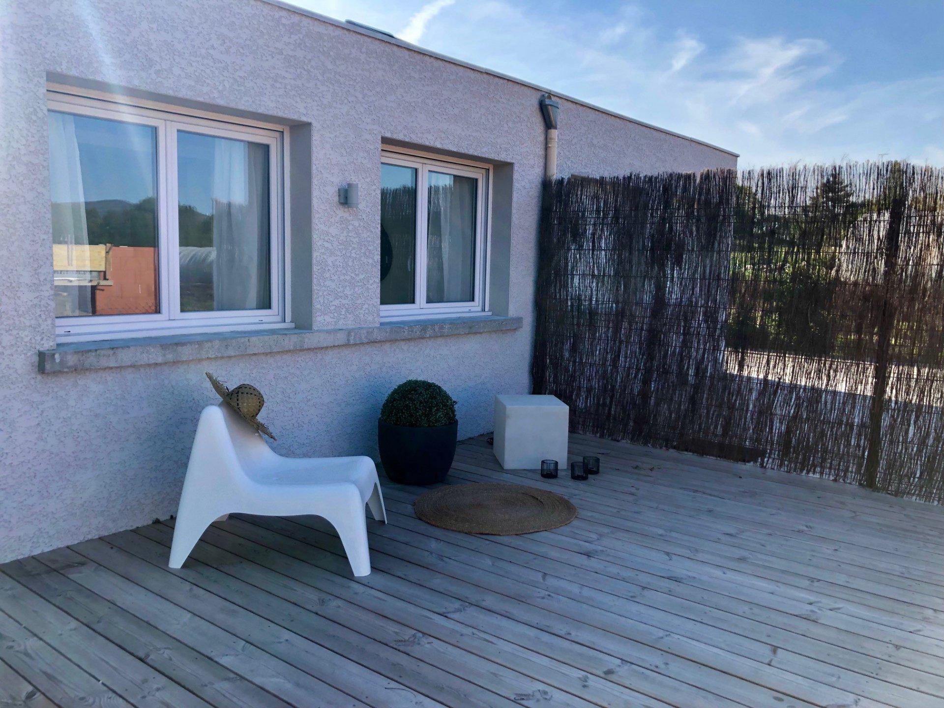 Loué par notre agence - Duplex Meublé Terrasse et Parking