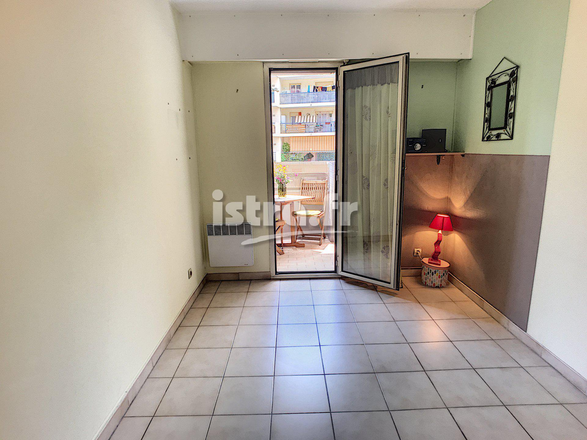 Nice Madeleine : 1 bedroom apartment with terrace and garage