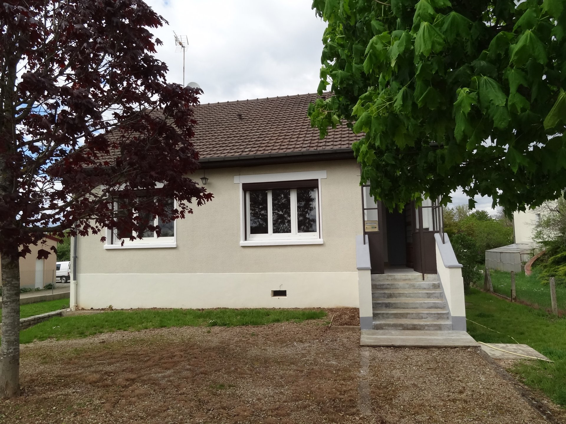 Sale House - Laroche-Saint-Cydroine