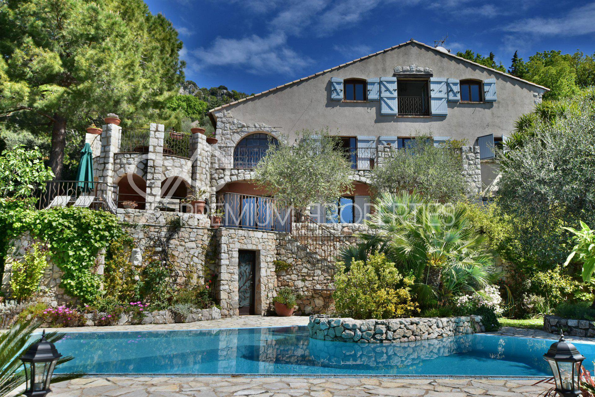 CHATEAUNEUF - STUNNING LOCATION