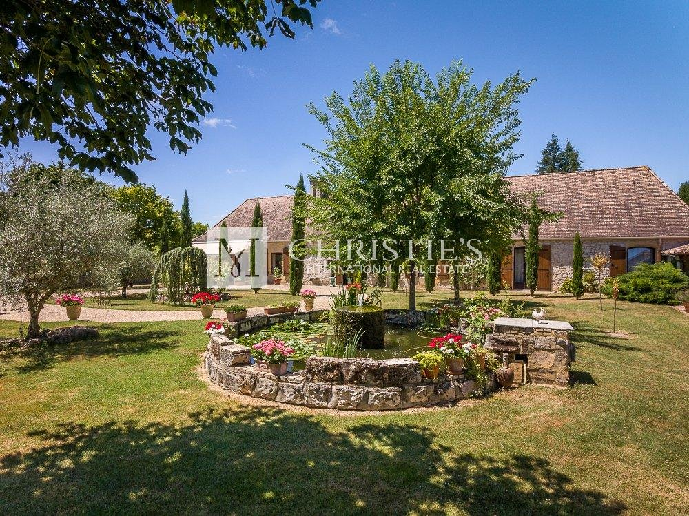 Immaculate nobleman's house in Dordogne with pool