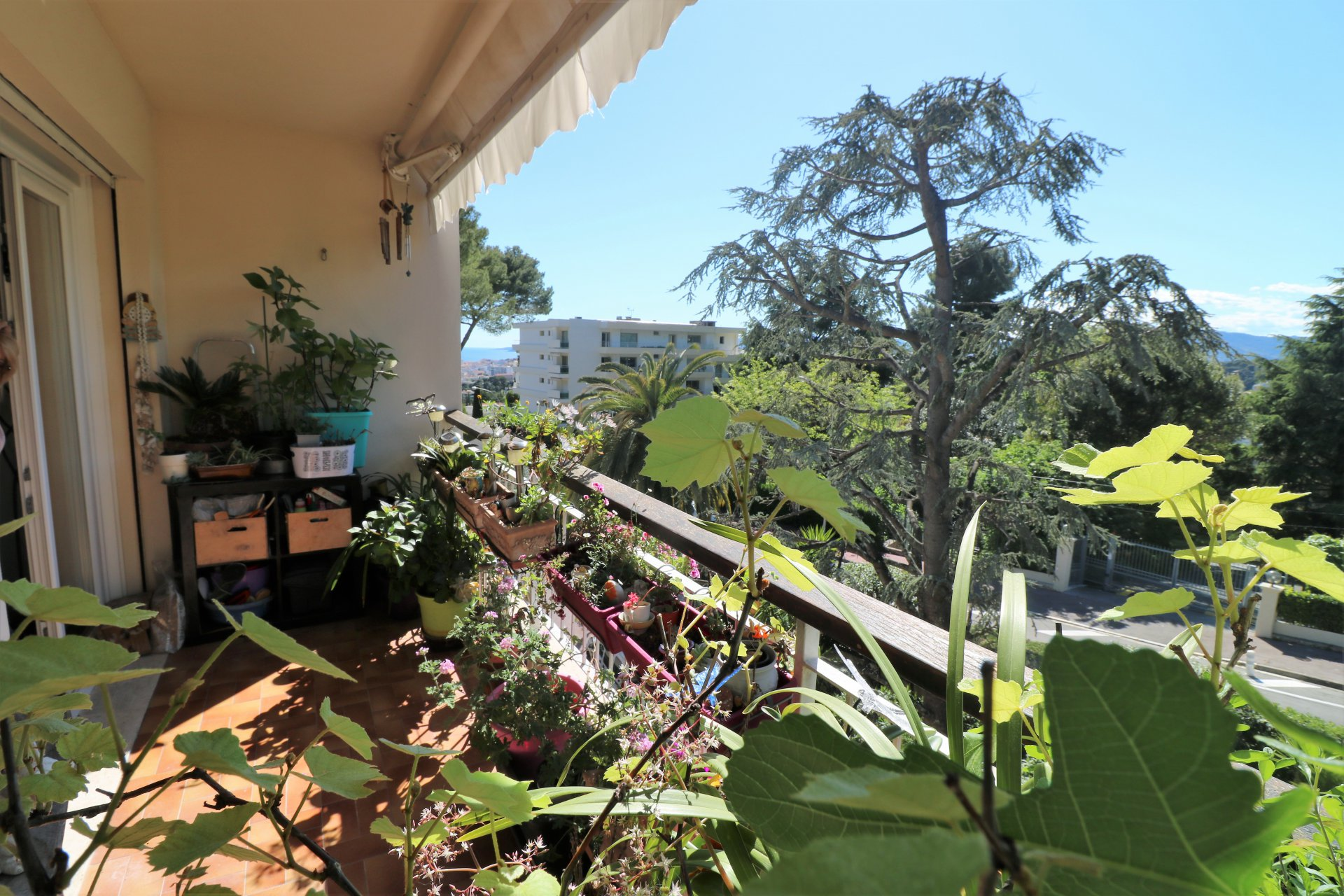 Le Cannet - 2-room top floor whith terrace