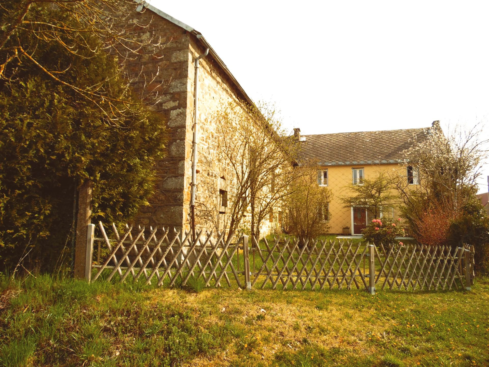 Stone house with 1500m² of land for sale in Auvergne