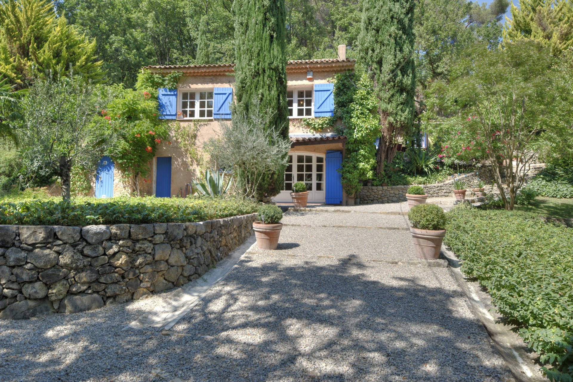 Montferrat, nice and traditional house with pool