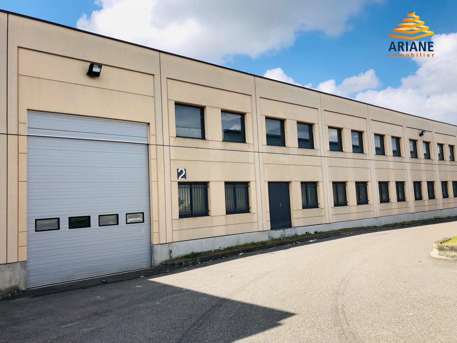 Local d'activité de 1 886 m2 à Chassieu