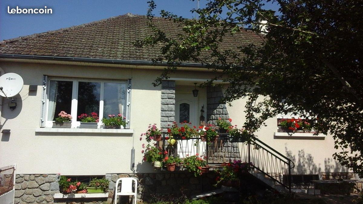 A vendre dans la Creuse, maison avec sous-sol et jardin.