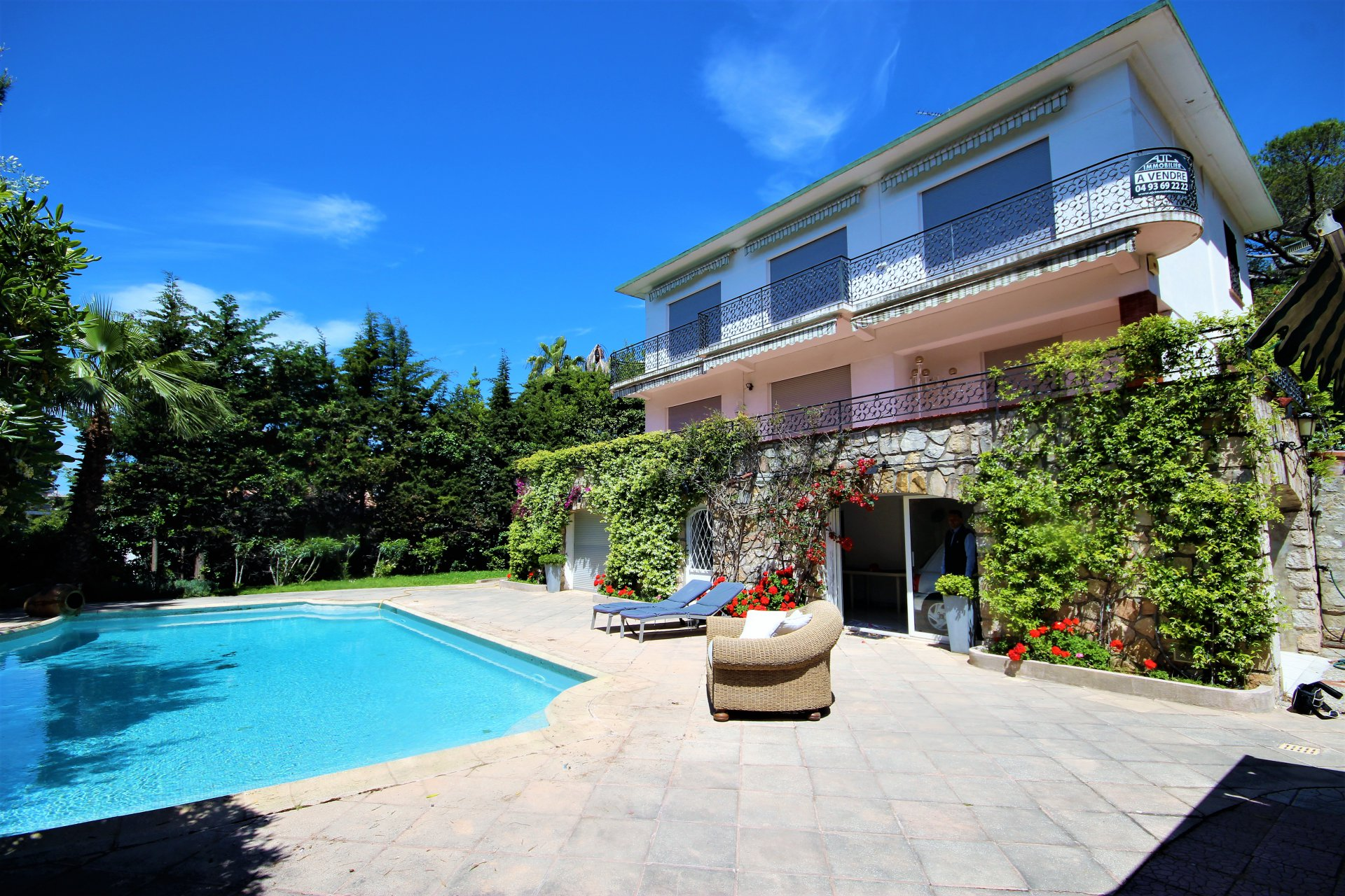 CANNES SALE VILLA 5 ROOMS WITH SWIMMING POOL NEAR BEACHES