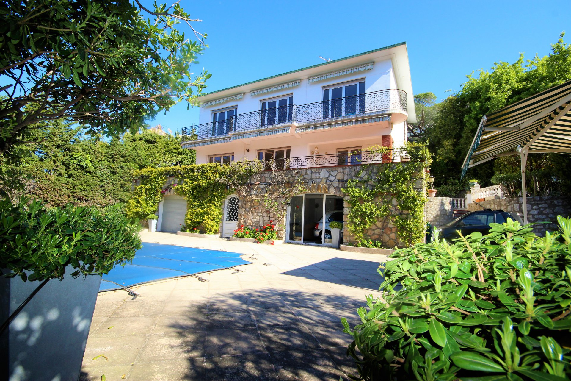 SALE 5-ROOM VILLA WITH SWIMMING POOL NEAR BEACHES