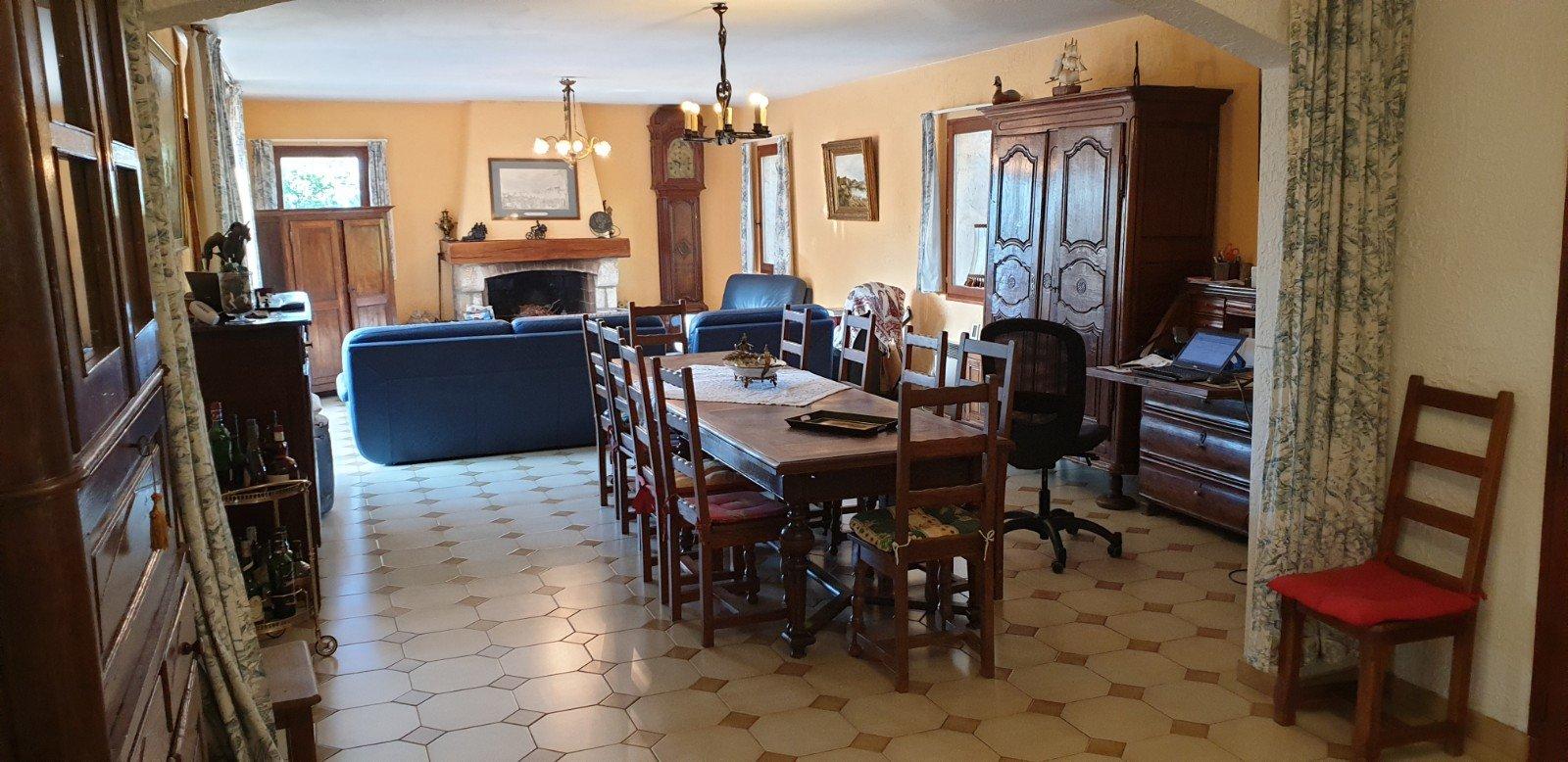 Maison de 270m² environ sur trois niveau 5142m² de terrain