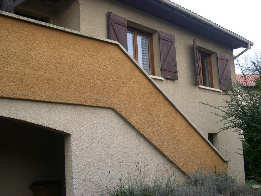 Maison beaujolaise en lotissement