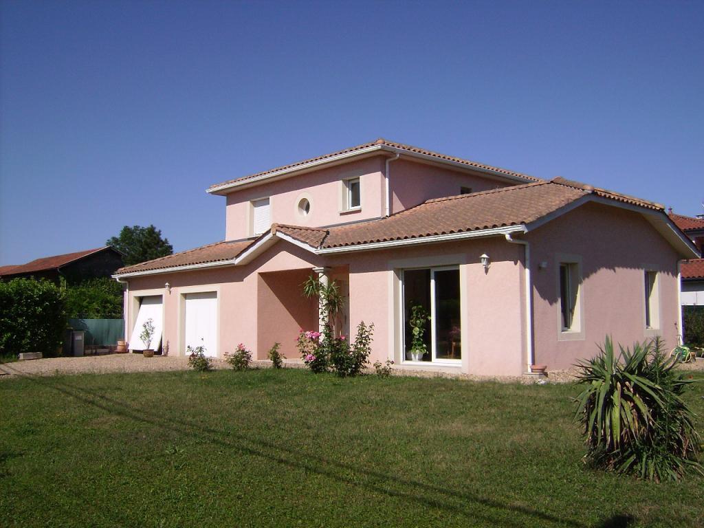 20mn de Lyon, villa contemporaine 4 chambres.