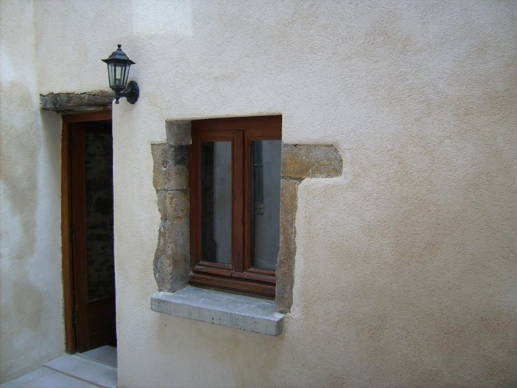 Centre au calme, 85m², 2 ch, 2 salles de bains, garage et cour.