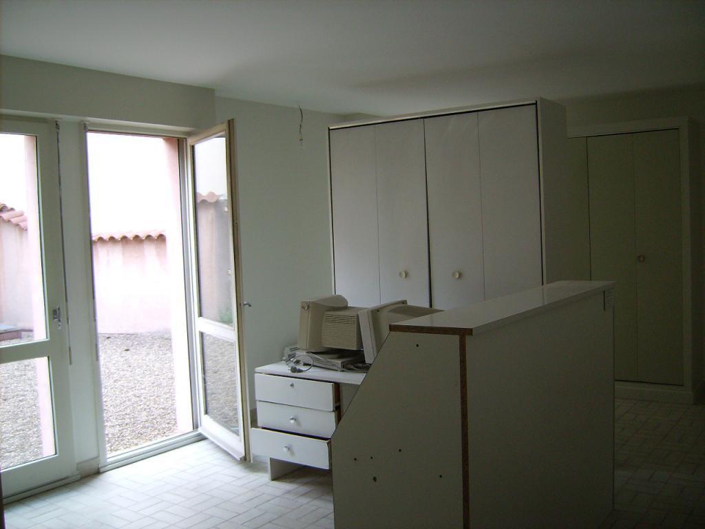 Appartement ou local commercial de 121m², terrasse privative de 108m², parking couvert et cave
