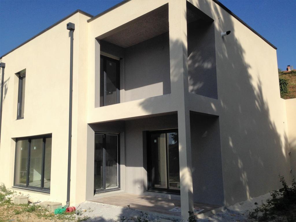 Maison F5 mitoyenne, 4 chambres, 250 m²