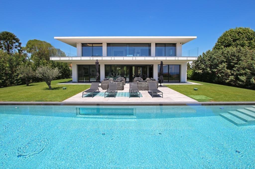Luxury villas frontline beach in Gammarth
