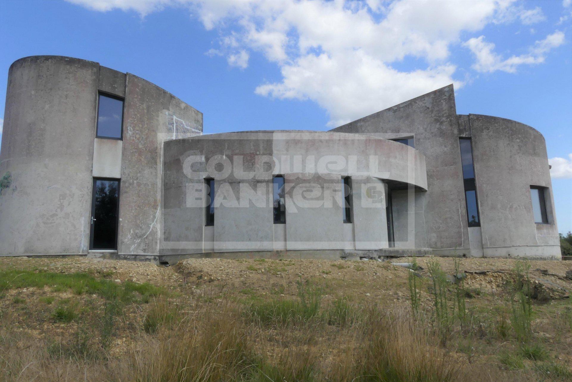 Maison d'architecte à terminer 240 m², 2 km de Saujon