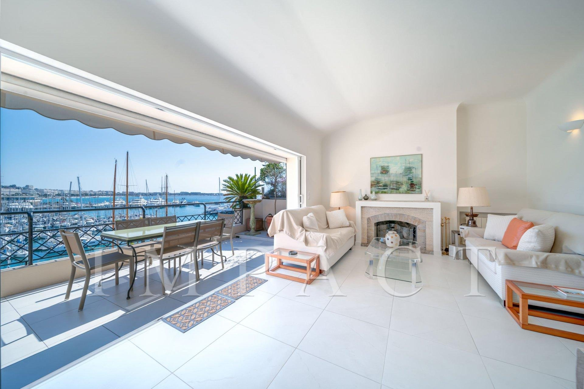 Apartment to rent, sea and old pier view, Cannes