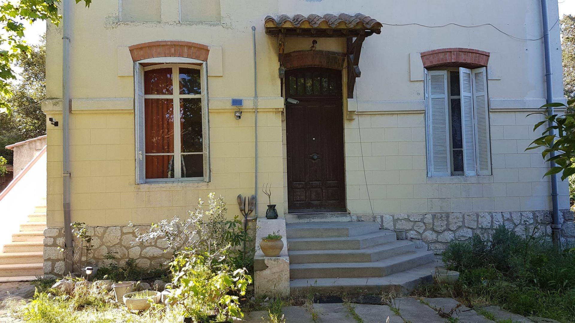 MARTIGUES Maison Atypique R+2/ TYPE 3 + DUPLEX
