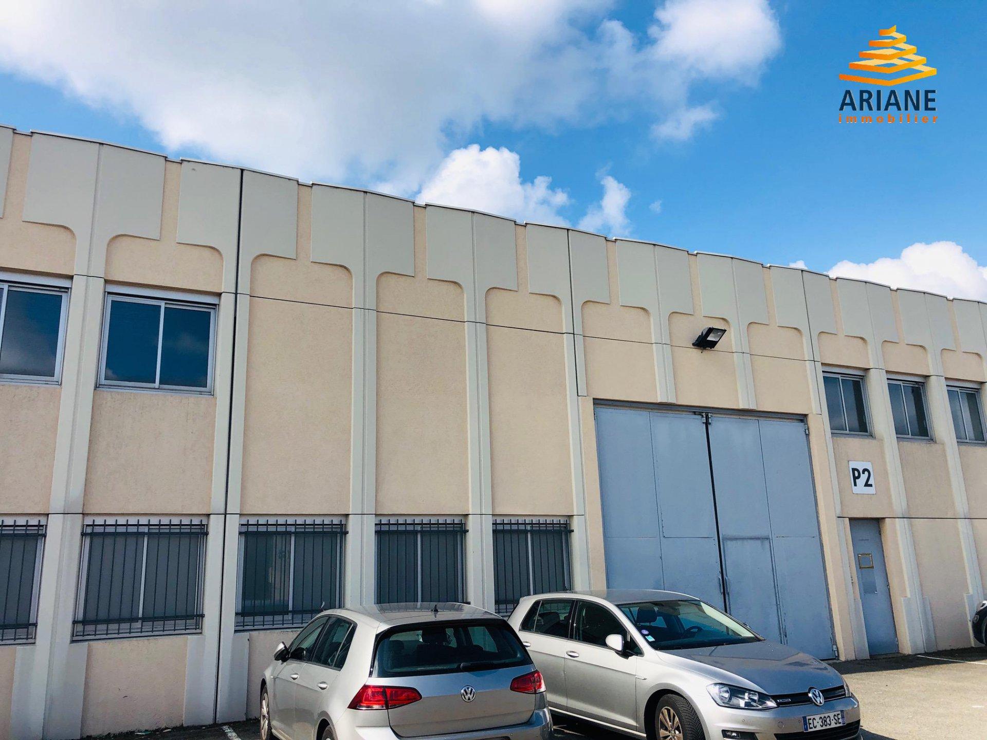 Local d'activités de 716 m2 à Chassieu