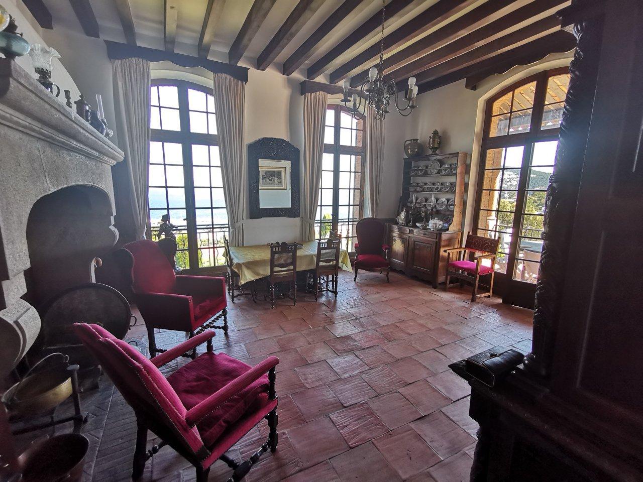 Villa for sale in La Napoule with sea view.