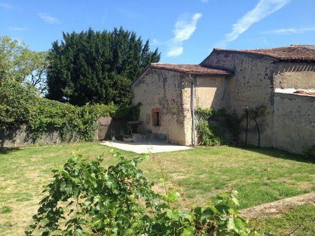 Maison avec grange et jardin près de Montmorillon - Vienne
