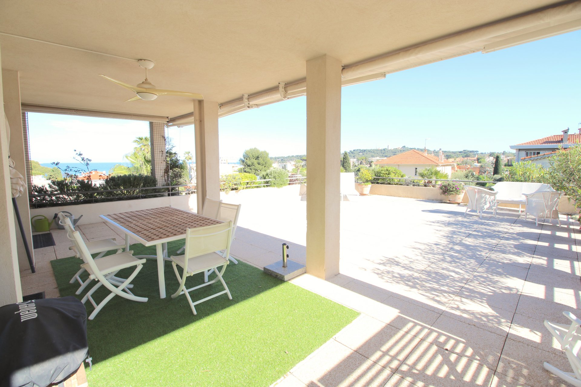 TOP ROOF TERRACE SOLE AGENT