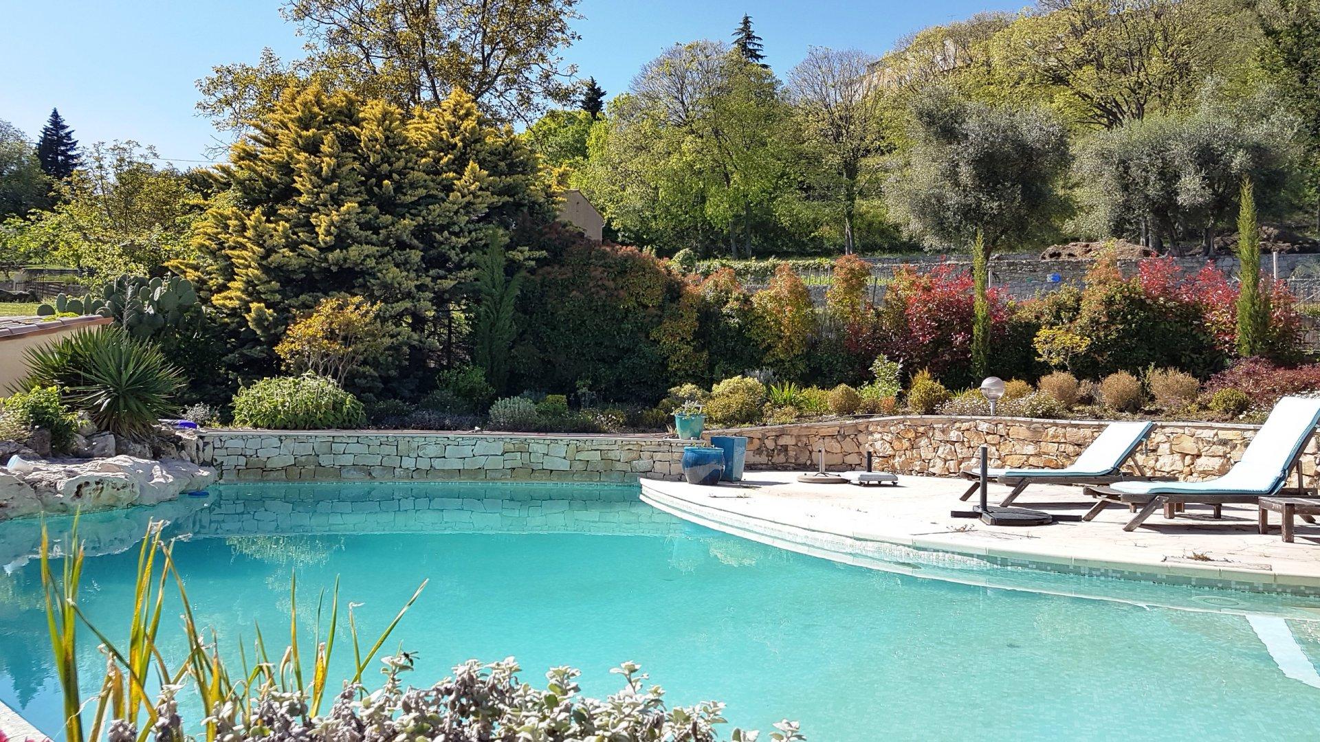 Callian: huis met zwembad en mooi uitzicht