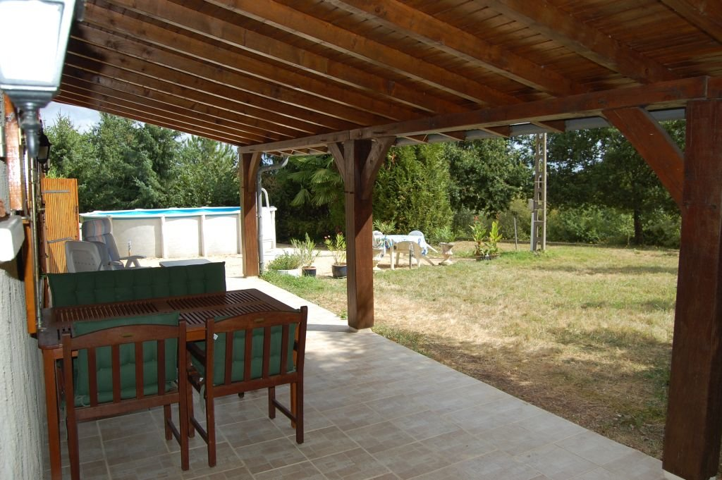 DORDOGNE - Typical perigourdian house with garage and pool on 1HA