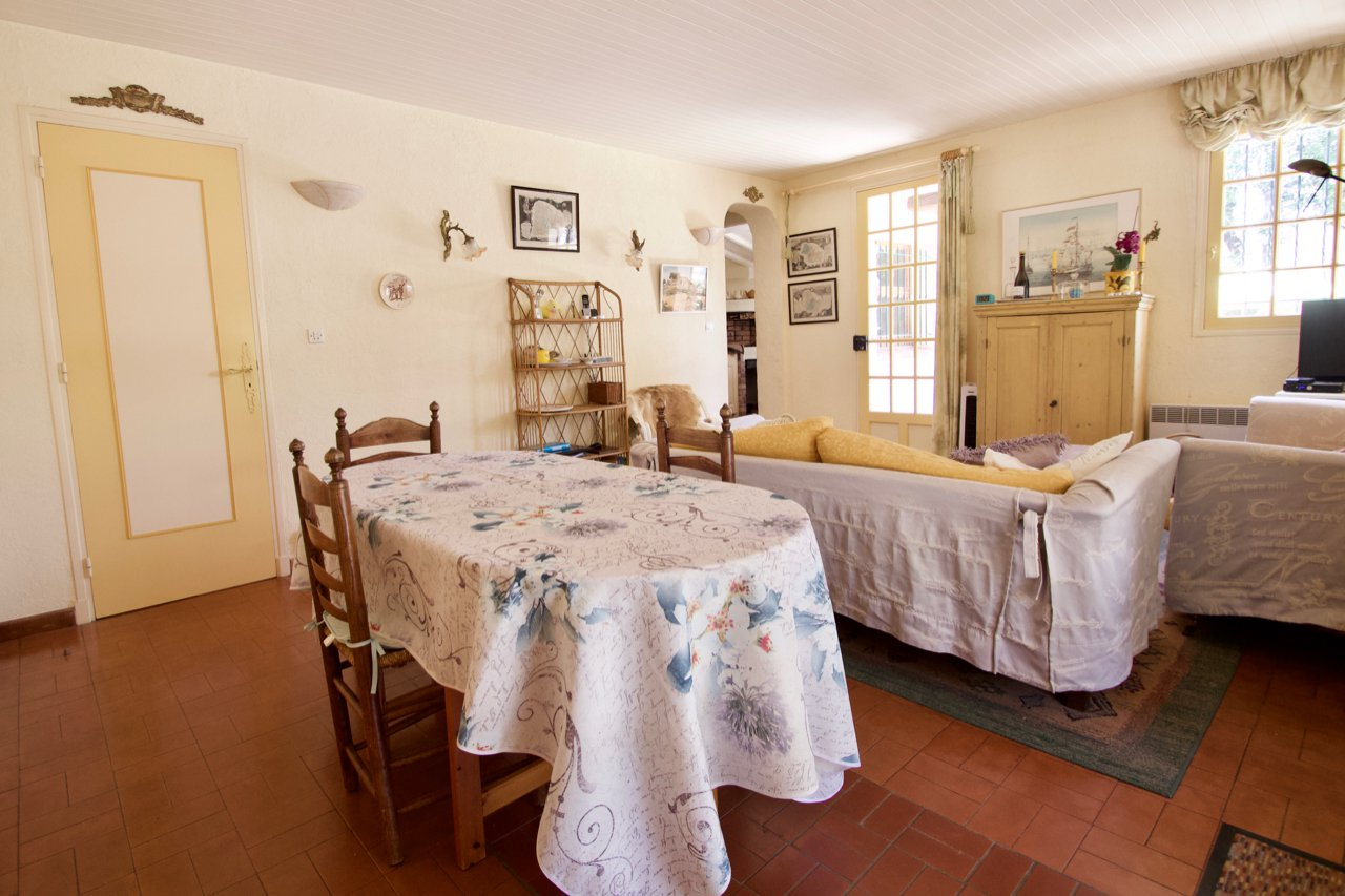 Roquebrune-sur-Argens | Attractive property with 4 bedrooms and private swimming pool.