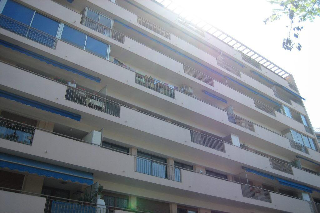 antibes centre , 2 pièces terrasse et parking, vue mer