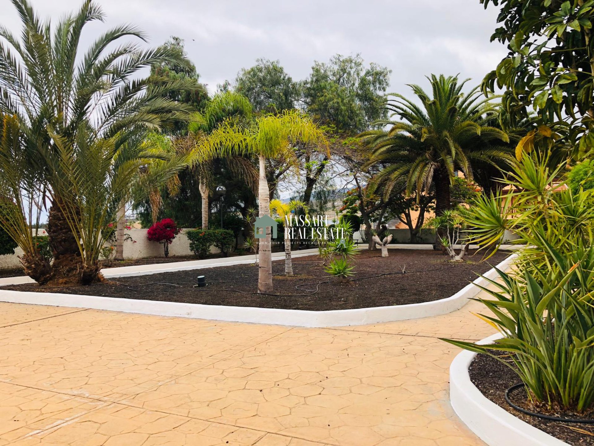 In vendita, in una zona strategica dell'isola di Tenerife (Los Cristianos), nuova casa di 80 m2 coperta.