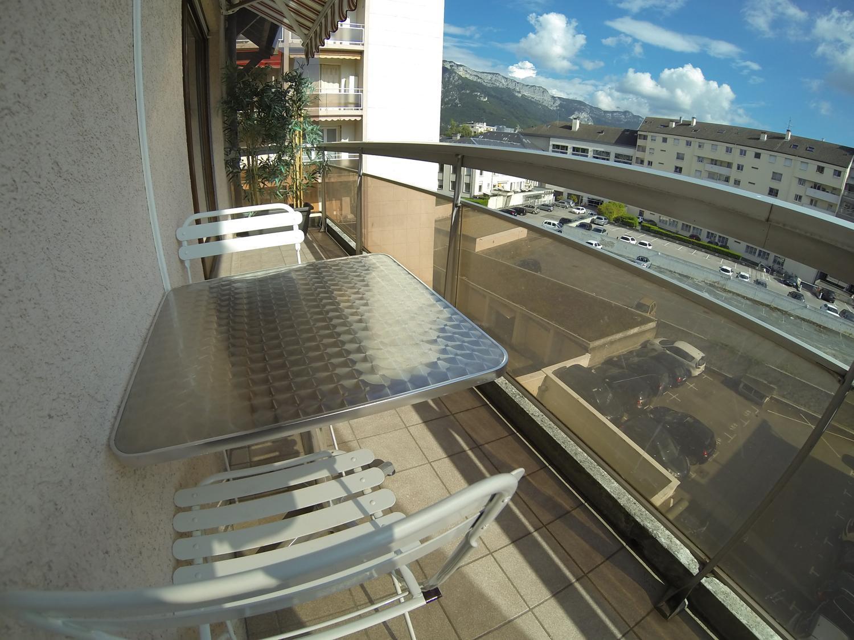 A518- Annecy, triangle dor, T4 duplex dernier étage au calme