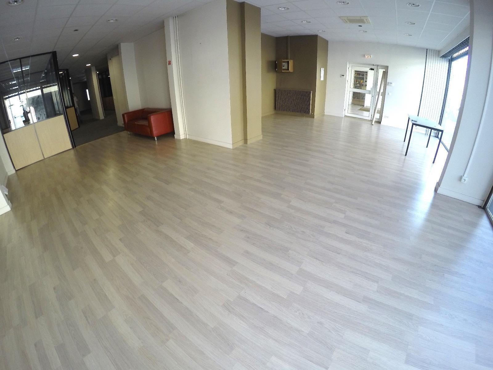 L380 - Annecy, grandes surfaces de bureaux entiérement amenagées