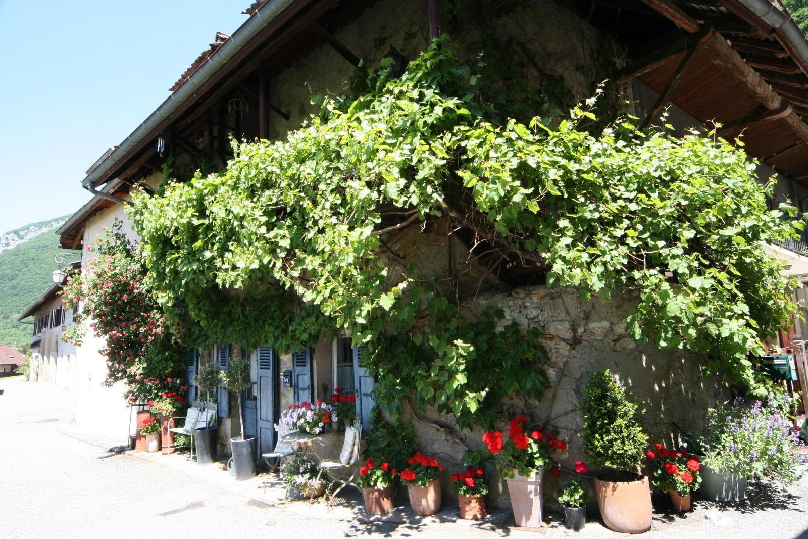 V521- Maison du 18ème siècle dans un hameau, Menthon Saint Bernard