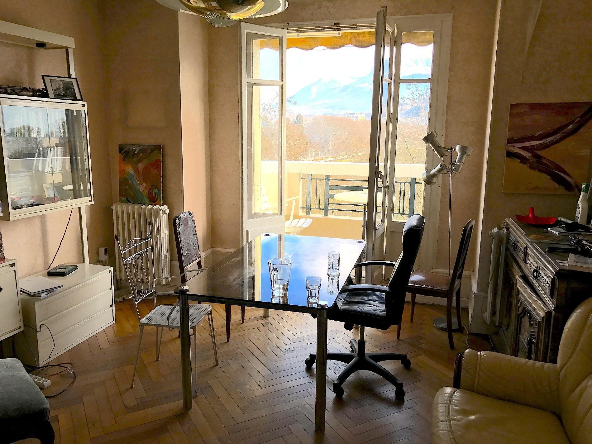 A673- Annecy centre-ville, appartement en étage élevé