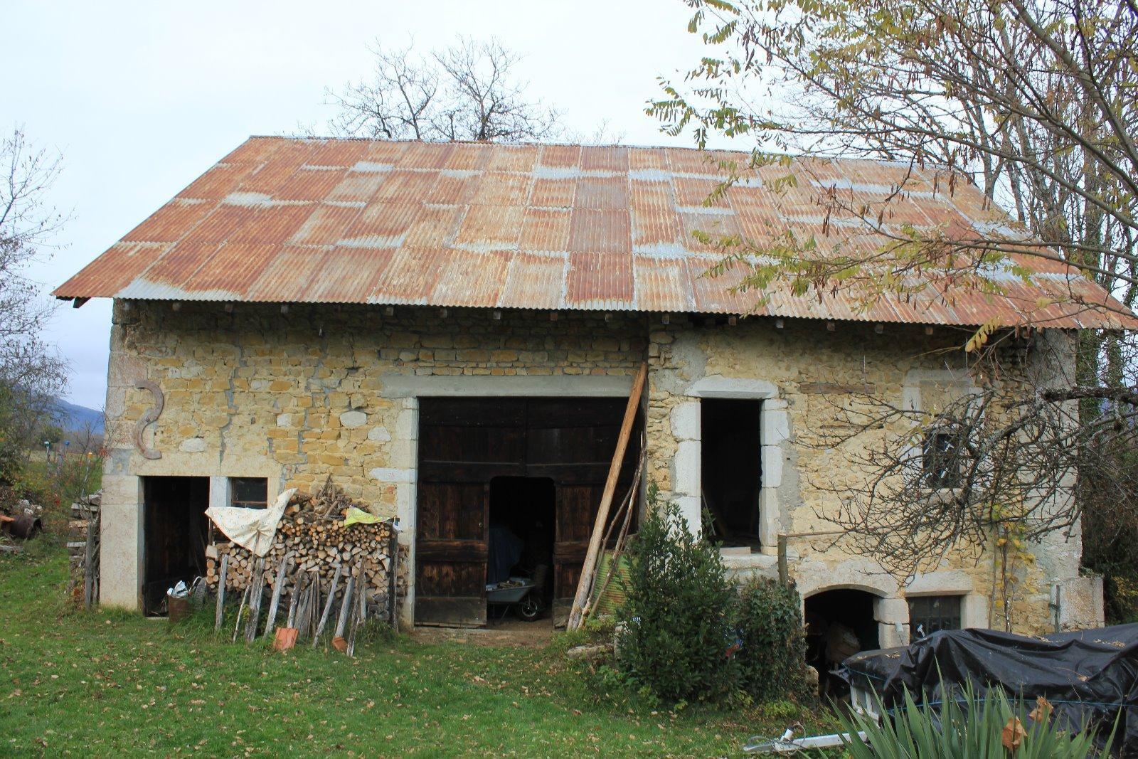 G676 - Belmont Luthezieu, corps de ferme à rénover, 150m²