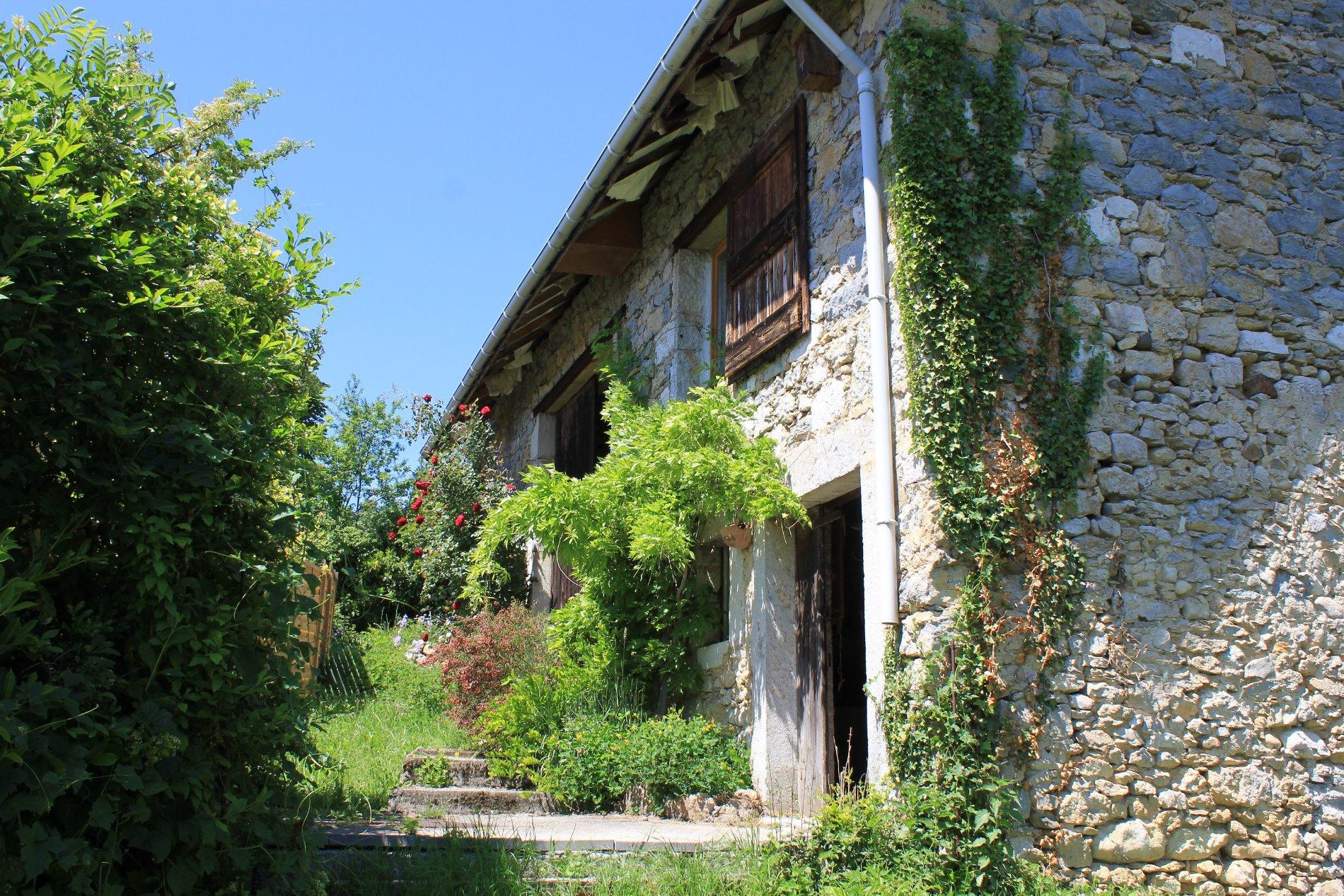 Proximité Aix les bains - Grange à rénover 140m² avec terrain attenant