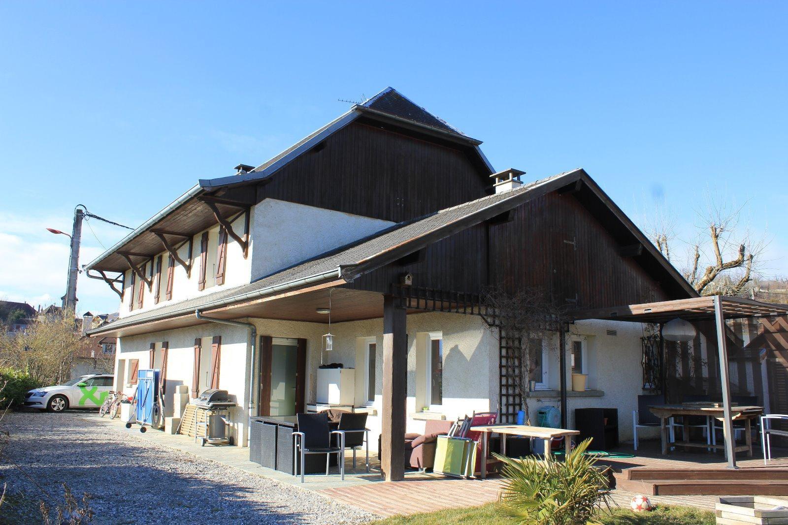 V707 - Hauteville sur Fier - Vaste maison de type T7 avec piscine