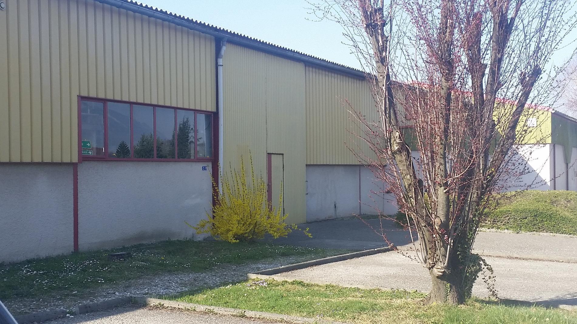 L727 - Locaux Commerciaux Annecy, axe sud
