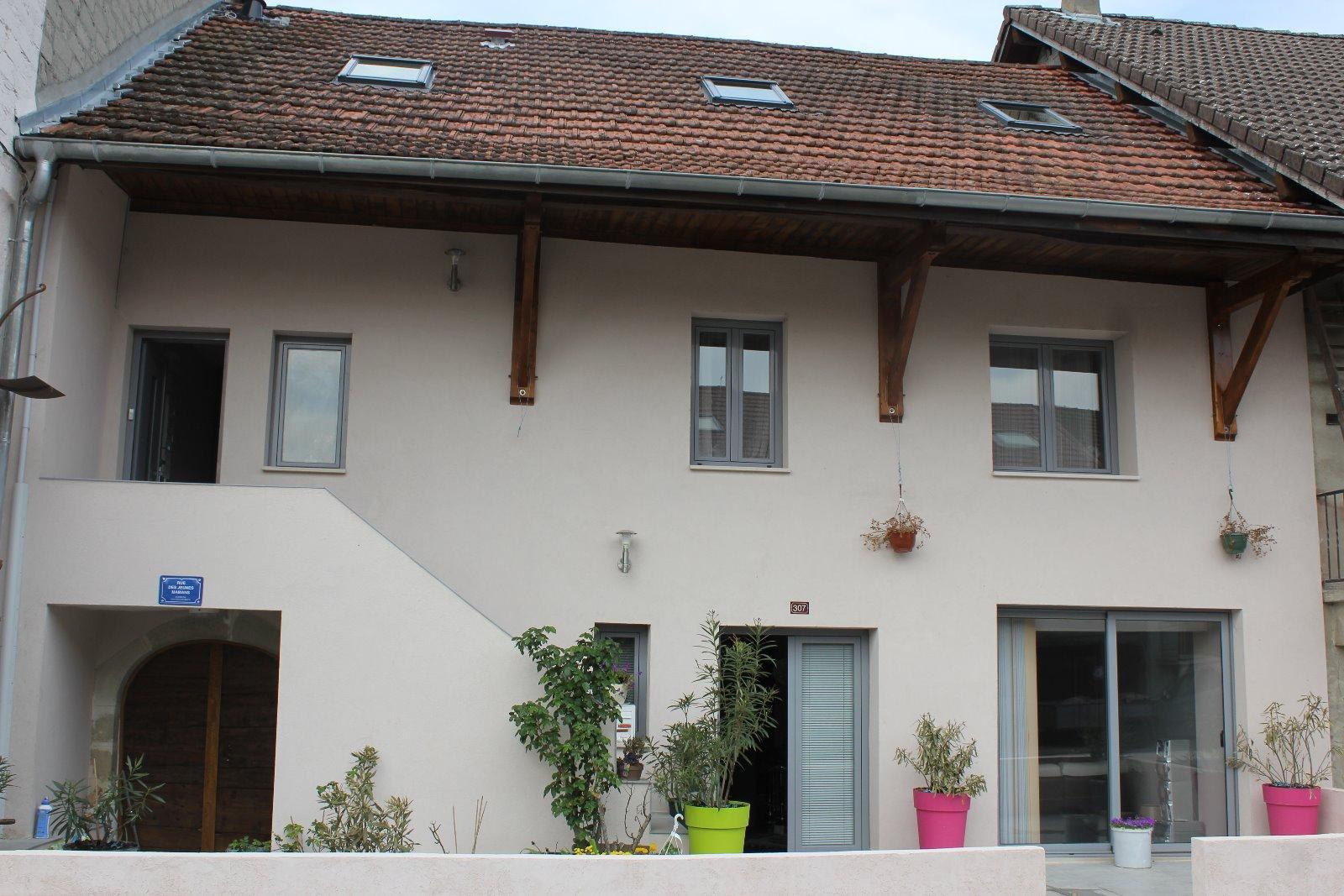 V751 - Bassy - Maison de village 185m² avec terrain et T3 indépendant