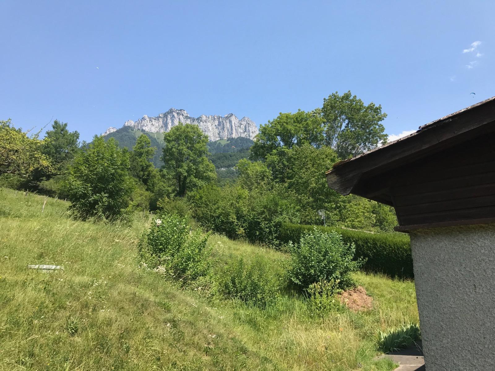 V858- Talloires, maison sur 1800m2 de terrain constructible environ