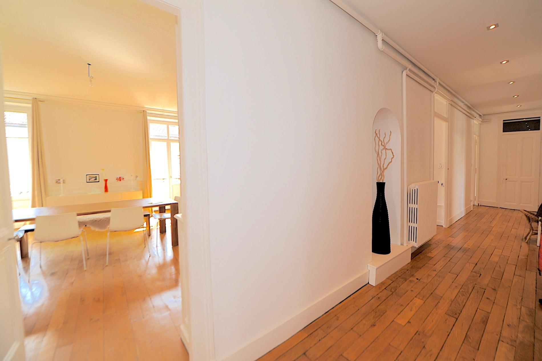 A892- Annecy, centre-ville, splendide appartement de 178m2 Loi Carrez.
