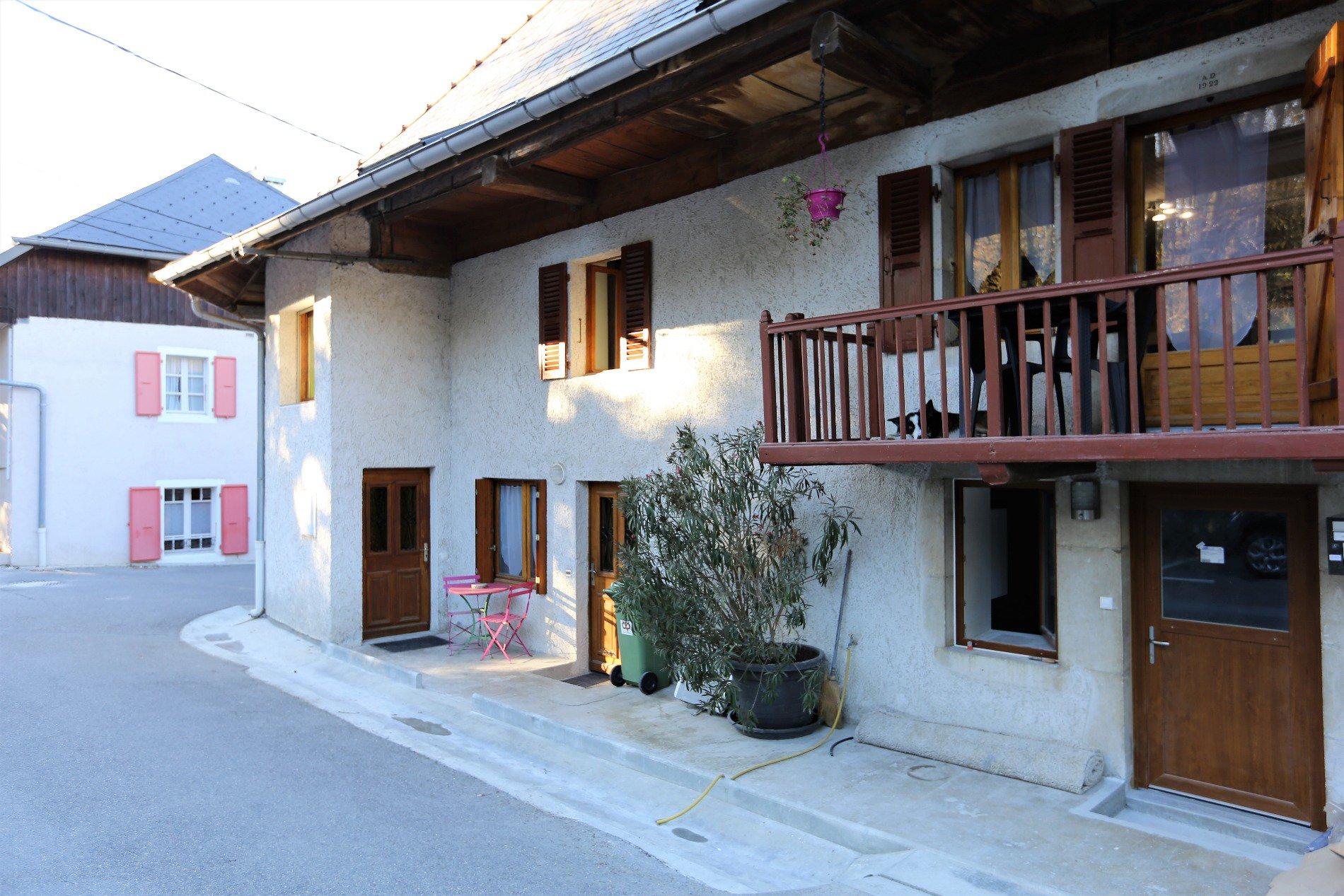 Saint Jorioz - Maison de village avec 4 appartements .