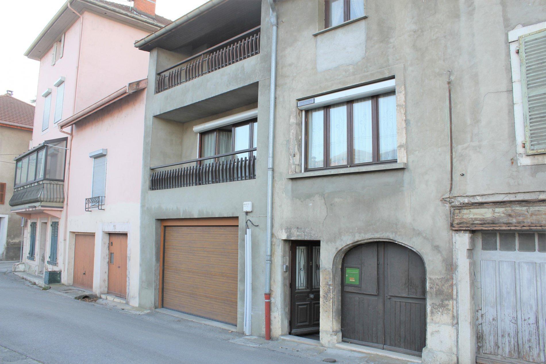 Seyssel, maison de ville de 140m² avec garage, parking et cour