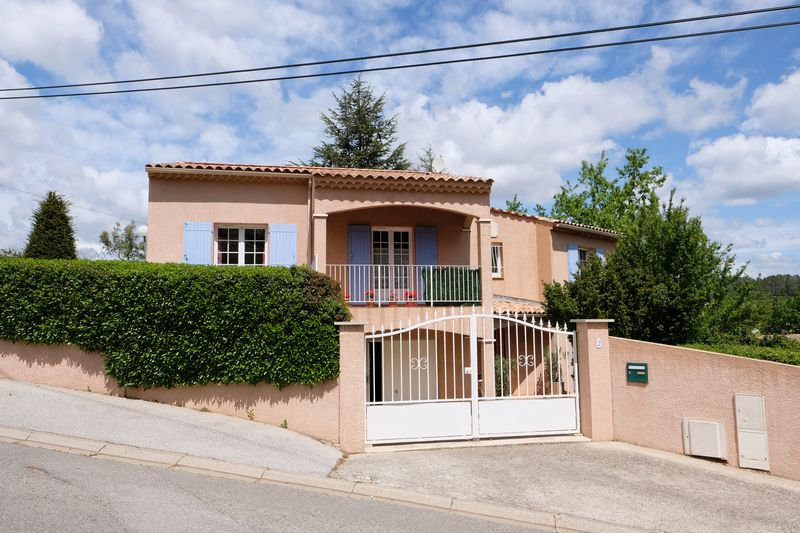 3 bedroom house walking distance to the village