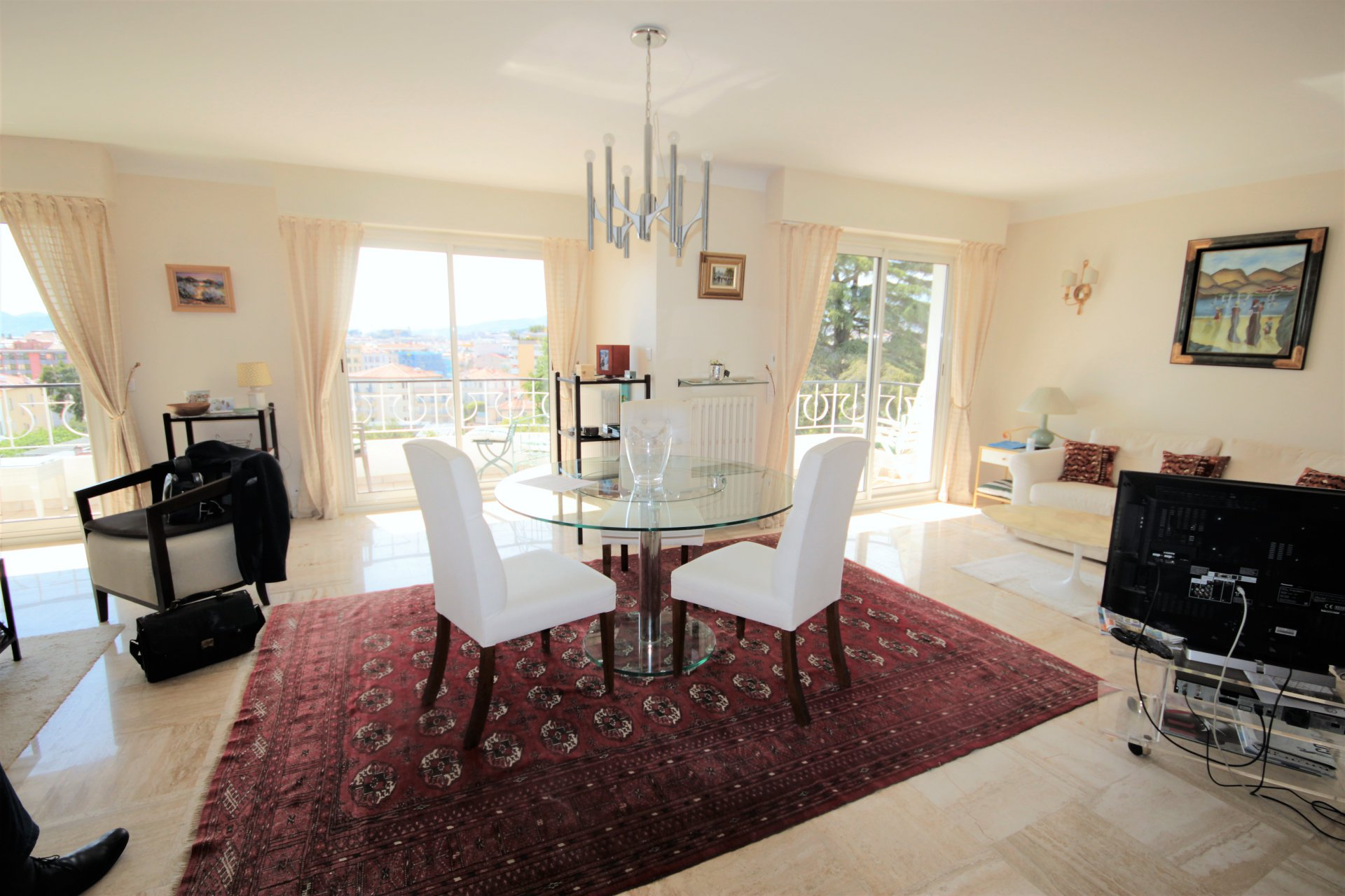 CANNES SALE 4 ROOMS NEAR CENTER ON FOOT