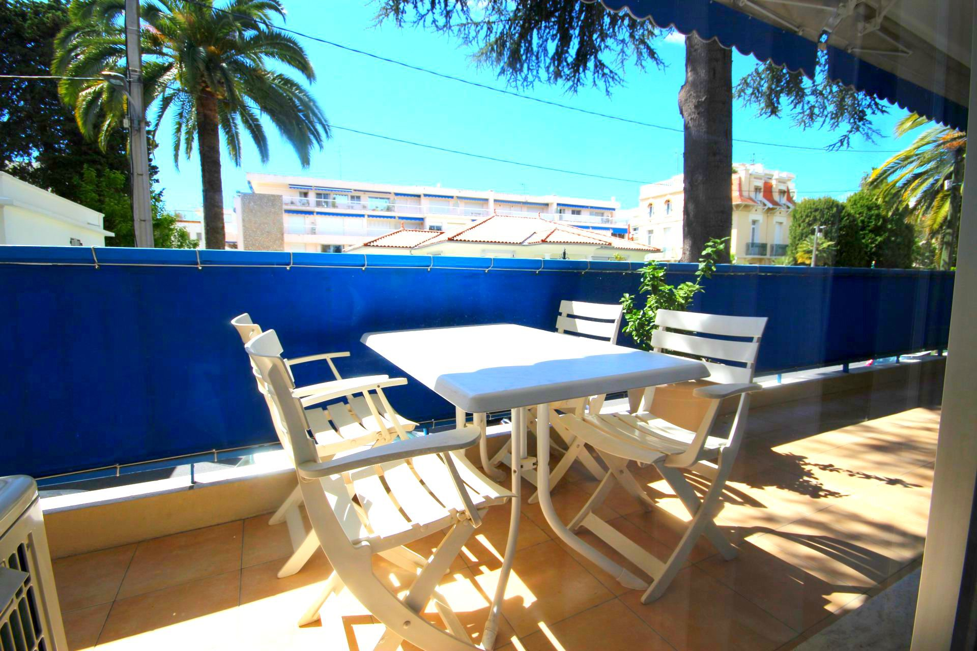 CANNES SALE 3 ROOMS NEAR THE BEACHES WITH GARAGE
