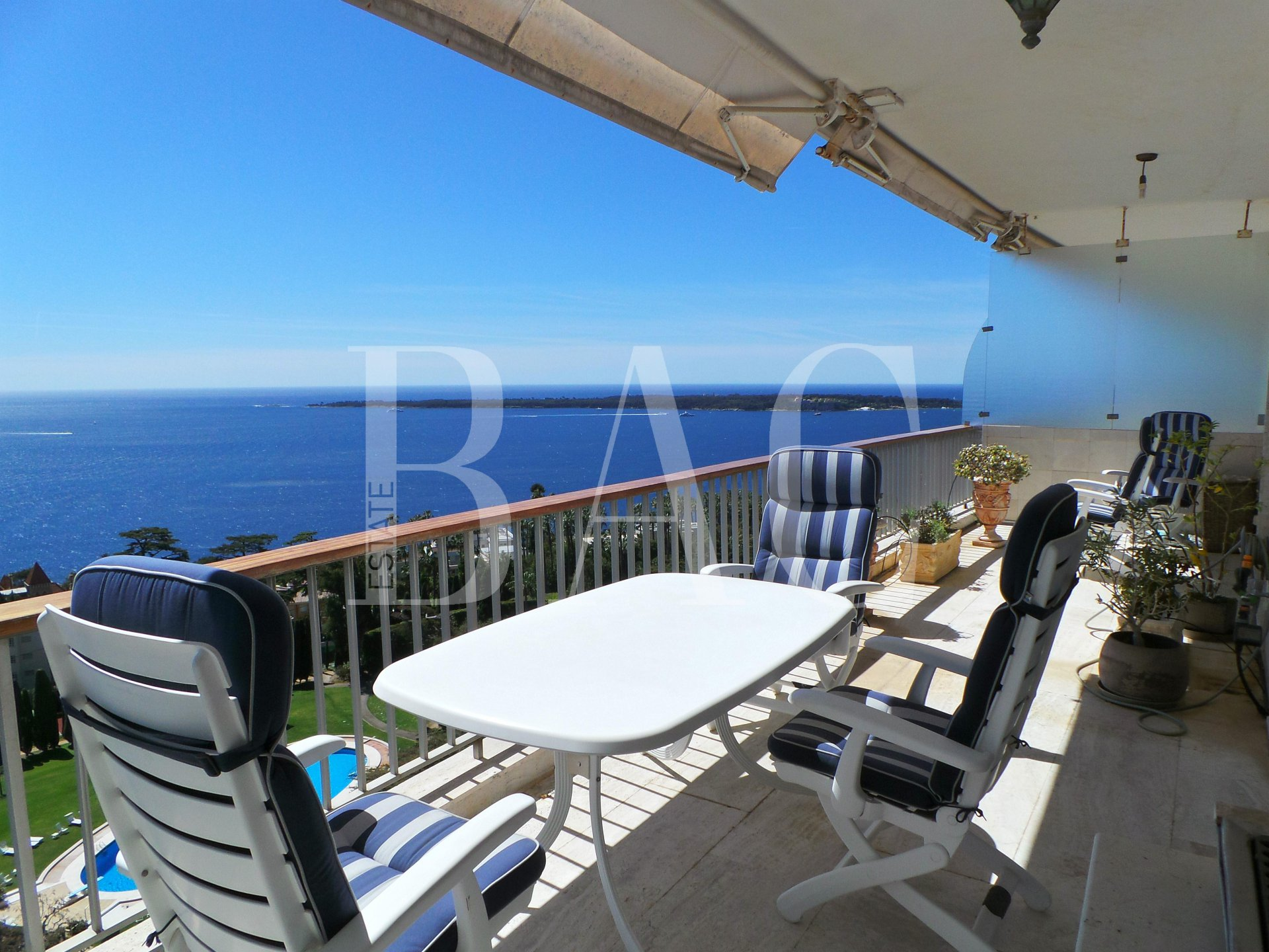 Cannes, duplex apartment on the top floor and with panoramic sea view