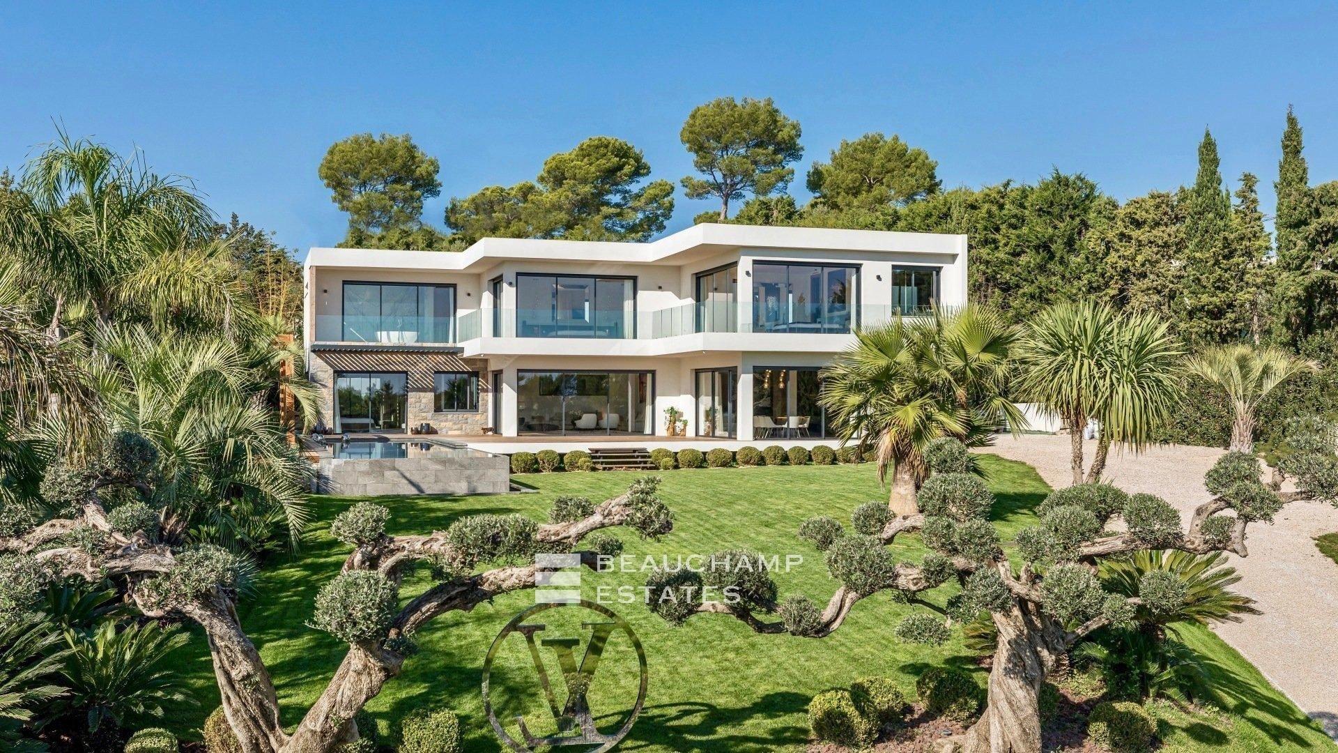Villa Contemporaine Entièrement Rénovée