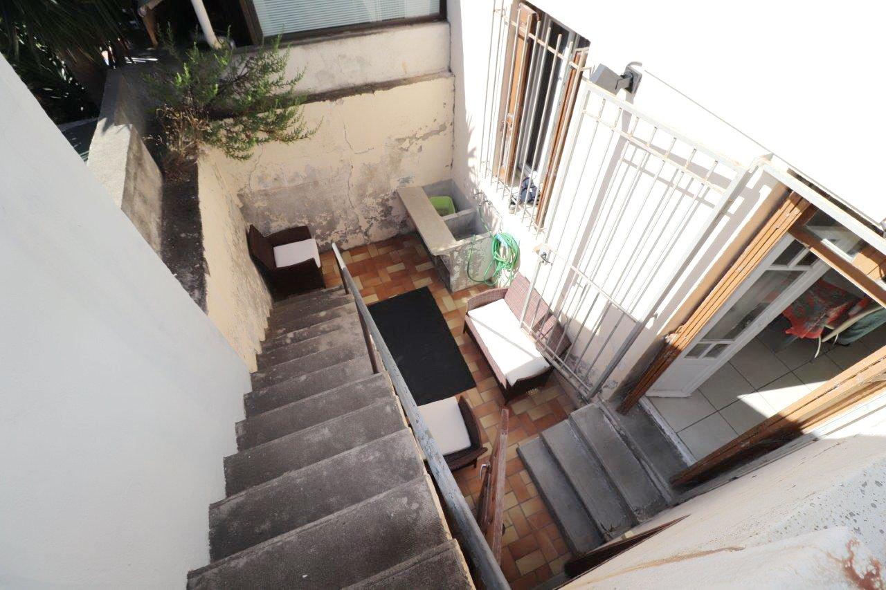 Perpignan, quartier Las-Cobas, maison de ville avec garage et cour-terrasse